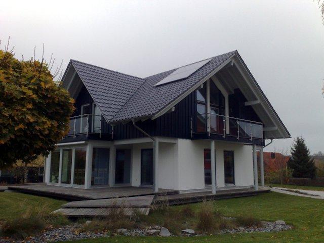 Casa em moldura de madeira em estilo campestre tradicional
