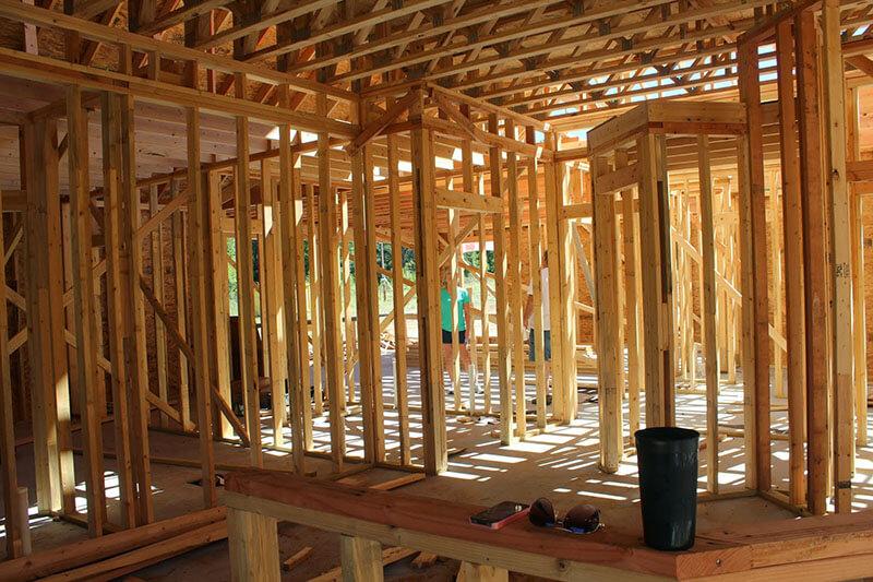 Estrutura de pavimento em wood frame