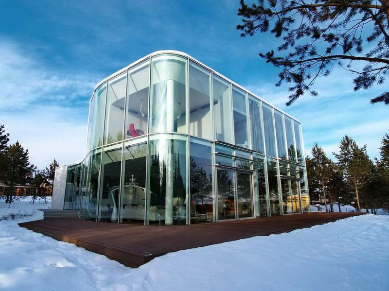 vProjeto de fachada residencial com vidro curvo. A transparência dessa fachada esta garantida.