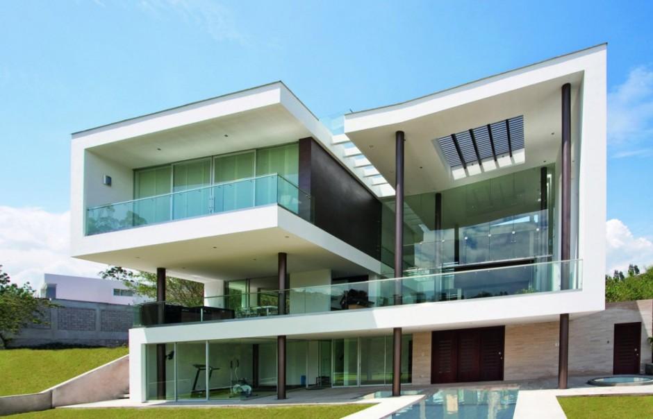 asa moderna com diversos trechos de fachada de vidro.