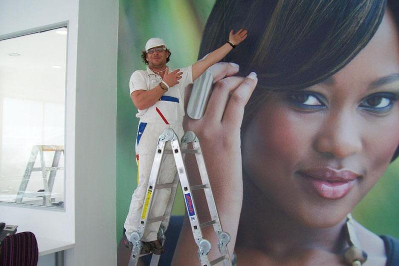 Papel de parede com foto instalada plotado