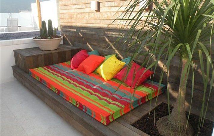sofá para área externa feito com pallets