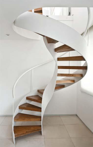 Escada caracol, também conhecida como escada helicoidal