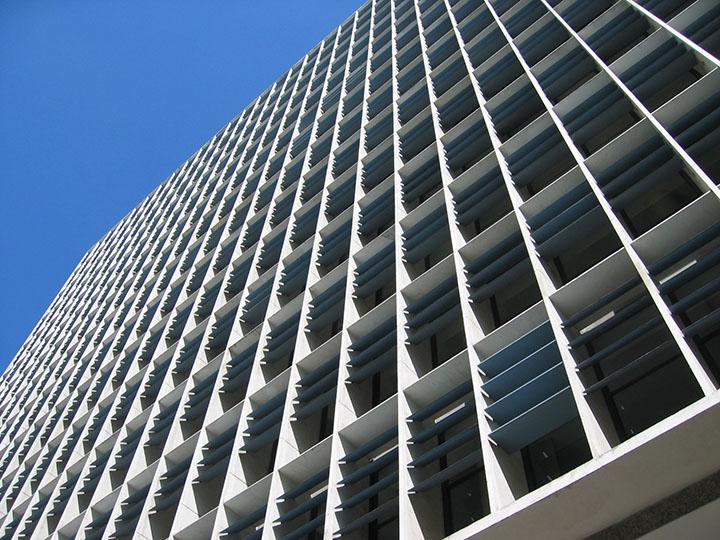 Brise no ministério da educação no Rio de Janeiro, o primeiro exemplo a usar brises verticais e horizontais na arquitetura.