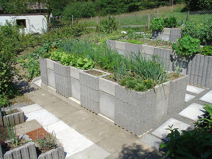 canteiro de horta elevado para prática da horticultura em casa