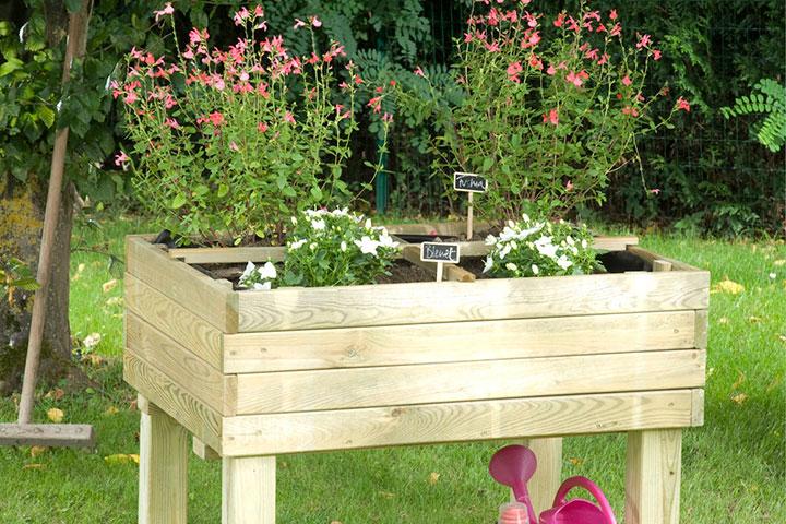 vCanteiro de flores elevado em caixa de madeira tratada