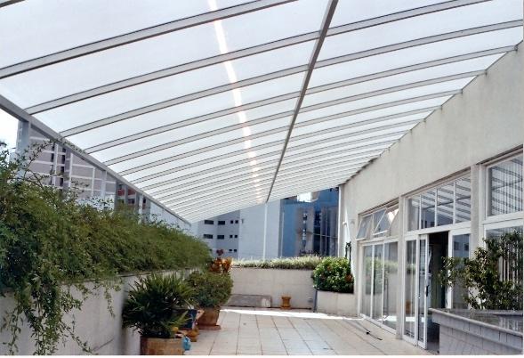 cobertura de vidro para varanda - uma boa opção para que quer cultivar plantas nesse espaço da casa ou apartamento