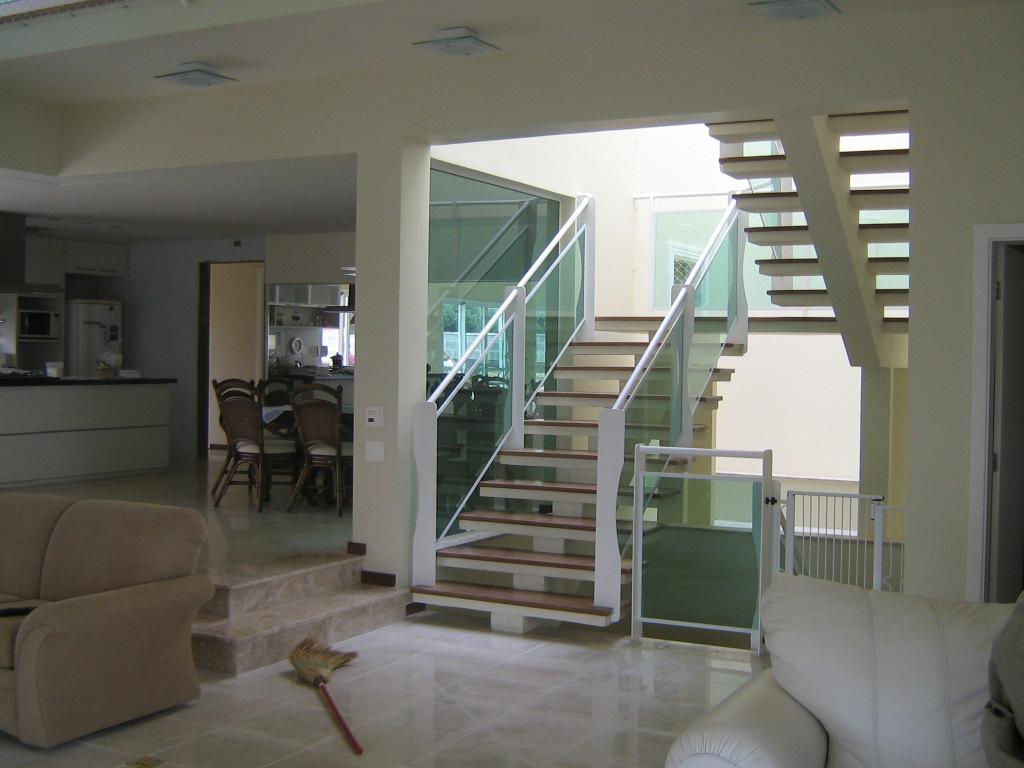 Escada em U com viga de concreto