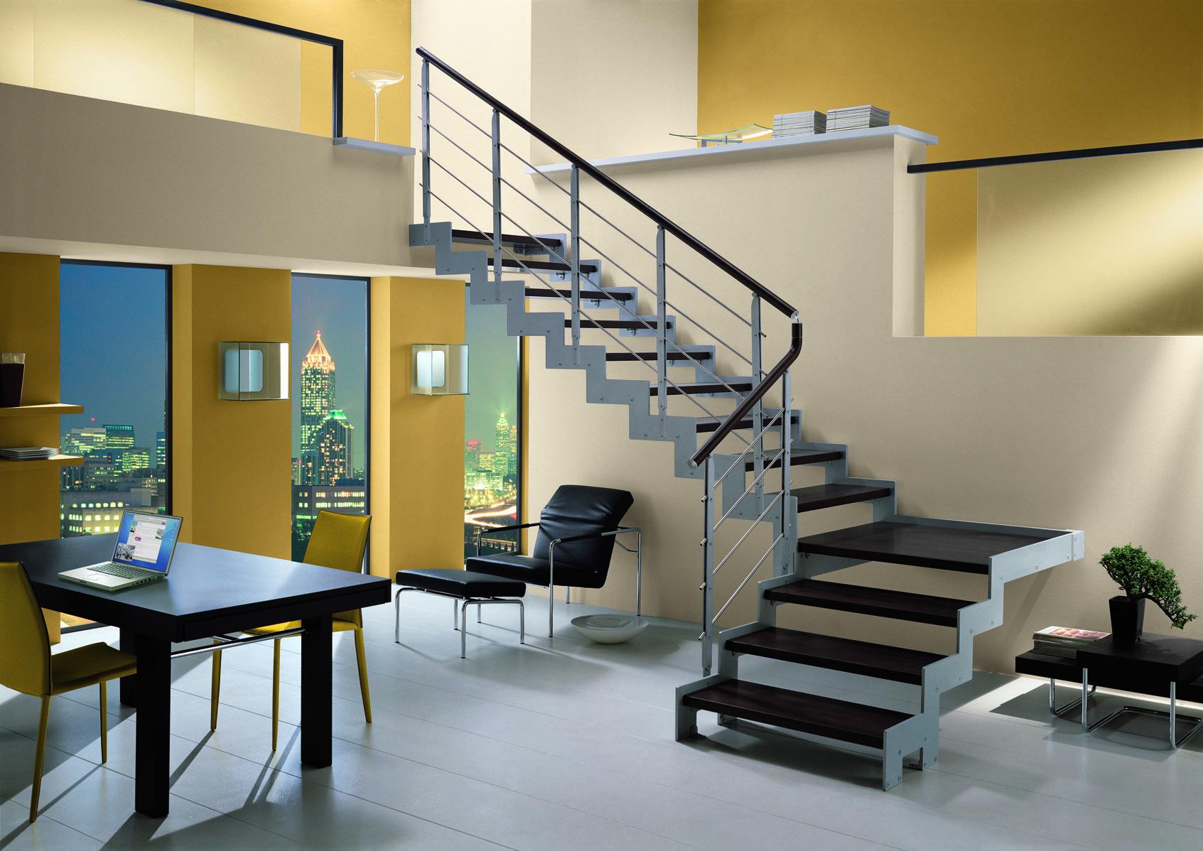 Escada Moderna em L em pavimento de pé direito duplo