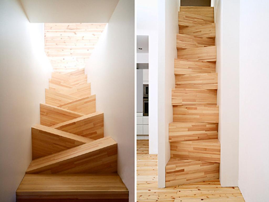 Escada tipo Santos Dumont feita em madeira