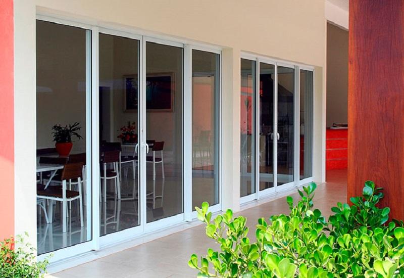 Esquadrias de alumínio - Porta-janela para varanda em alumínio