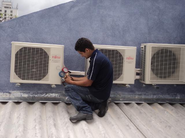 Instalação de ar condicionado split sobre telhado