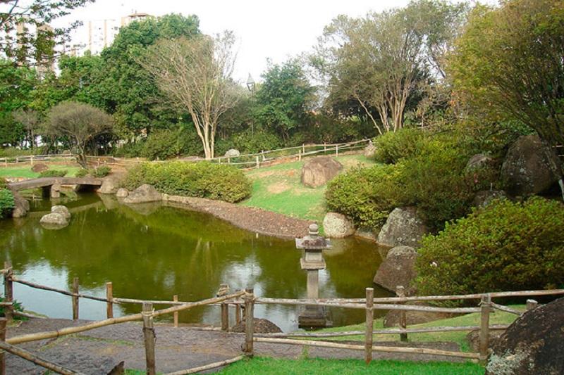 Praça Shiga em Porto Alegre, um raro exemplo de Jardim Japonês no paisagismo brasileiro