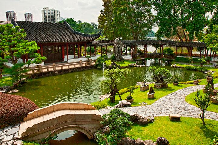 fotos jardins japoneses: córregos de água são um elemento recorrente nos Jardins japoneses