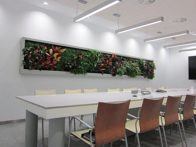 Exemplo de jardim vertical do tipo quadro verde, em que a vegetação forma literalmente um quadro para decoração.