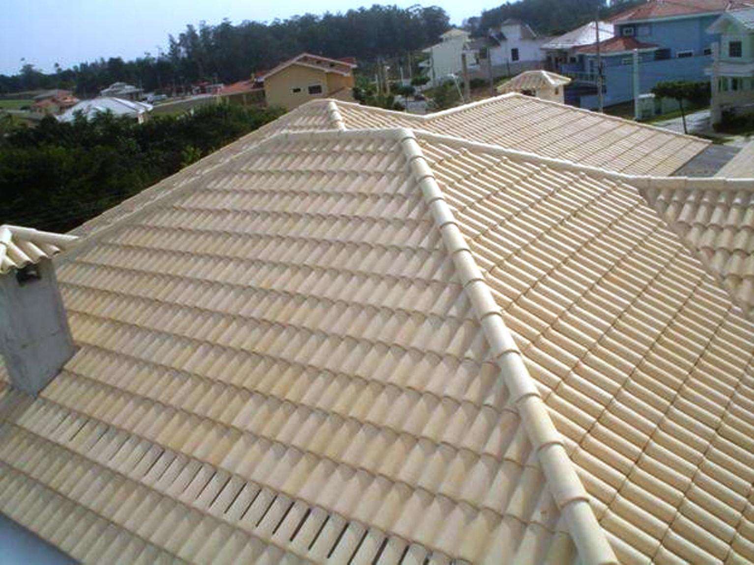 Telhado cerâmico com telhas brancas: Uma alternativa sem pintura do telhado branco