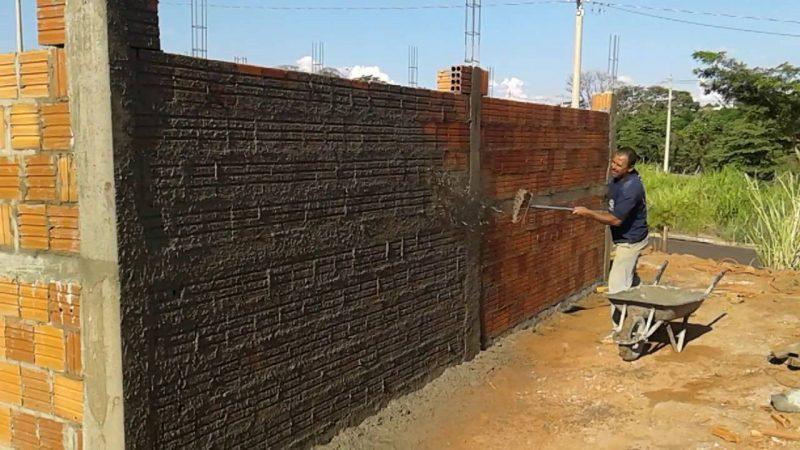 aplicação do chapisco em parede
