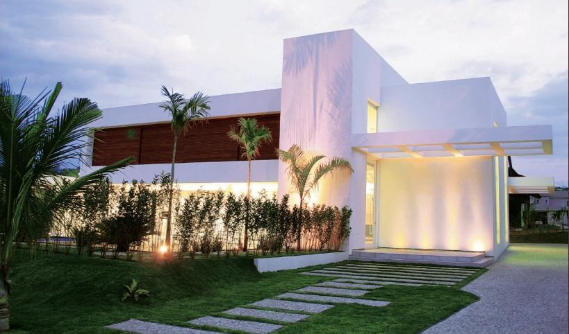 Casas modernas, famosas pela suas formas geométricas, a falta de um telhado e as grandes janelas de vidro