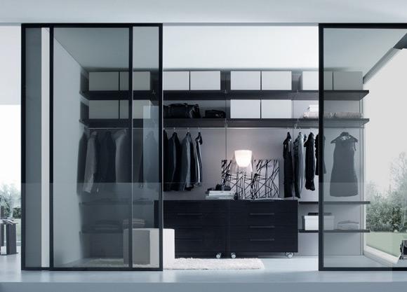 Closet com porta de vidro fumê