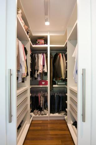95 ideias de closet pequeno como planejar organizar for Modelos de walk in closet