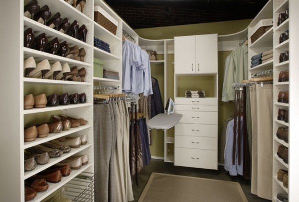 Closet do tipo walk-in para sapatos