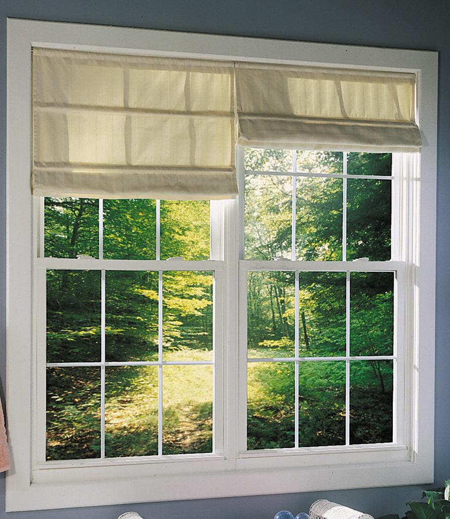 janela simples com vidraça em madeira