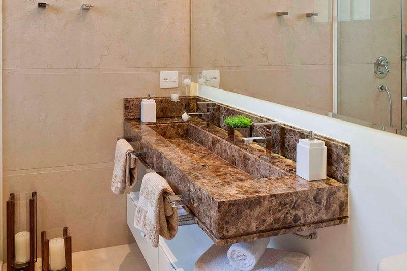 Granito Bordeaux em bancada para lavabo