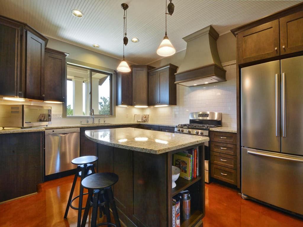 Iluminação de balcão fica por conta de luminária para cozinha dupla