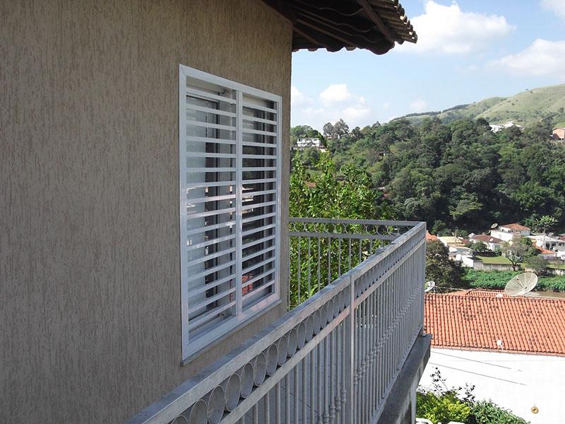 Grades horizontais para janela externa