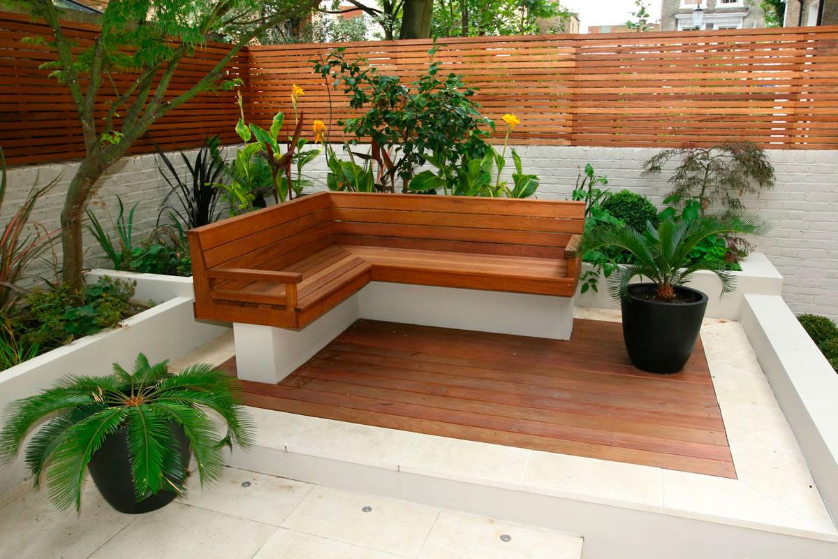 jardins quintal pequeno:Small Garden Decking Ideas