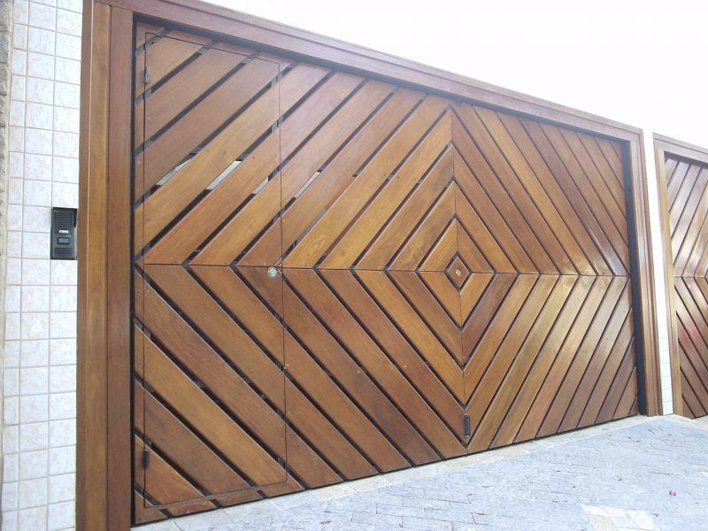 Portão de madeira trabalhado