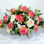 Arranjo artificial de flores, do mesmo tipo usado em decoração e lembrancinhas de festas