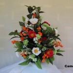 Camélias são odestaque nesse arranjo floral artificial belíssimo, perfeito para decorar mesas redondas e de jantar