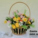 Cesta de arranjo floral de rosas amarelas, perfeita para completar a decoração de mesinha ou aparador na sala