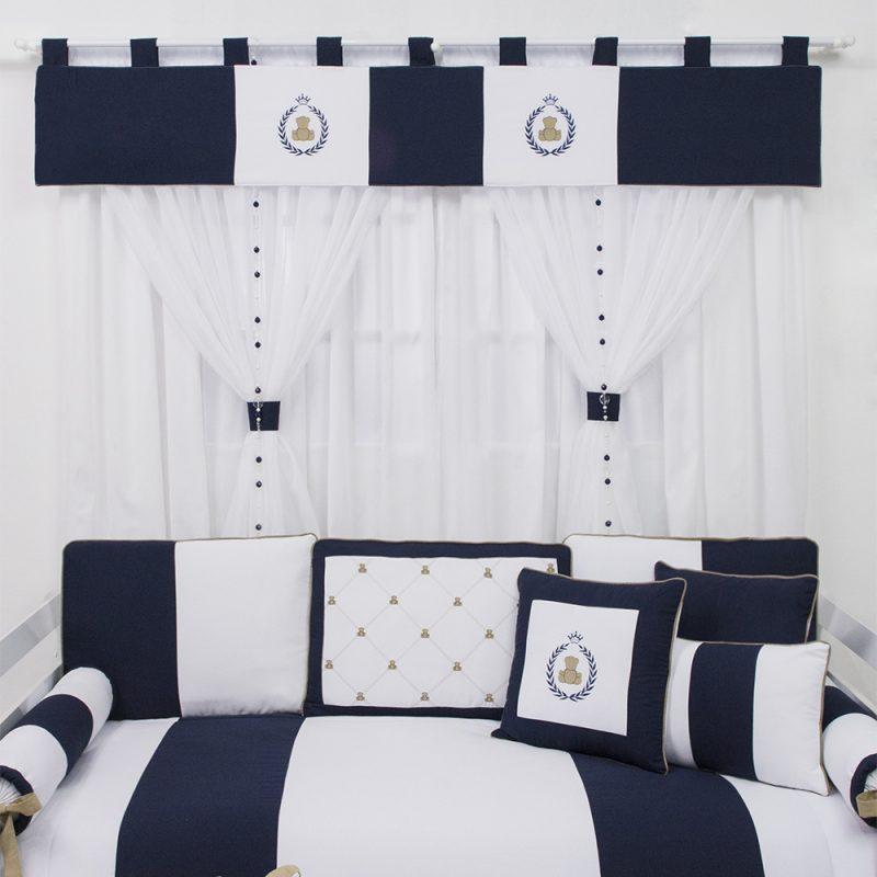 cortinas brancas e azuis para quarto de menino em cores claras