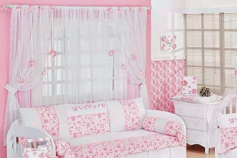 Cortina feminina de bebê trabalhada para decoração de quarto infantil