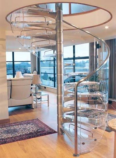 Escada de vidro translúcido, perfeita para decoração da sala de estar