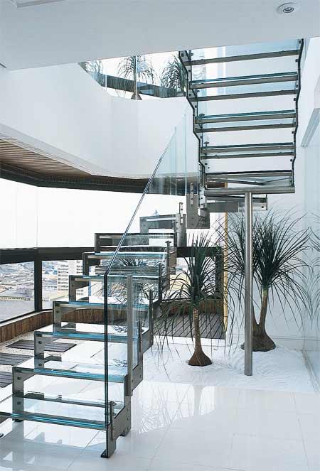 Escada de Vidro em sala de estar