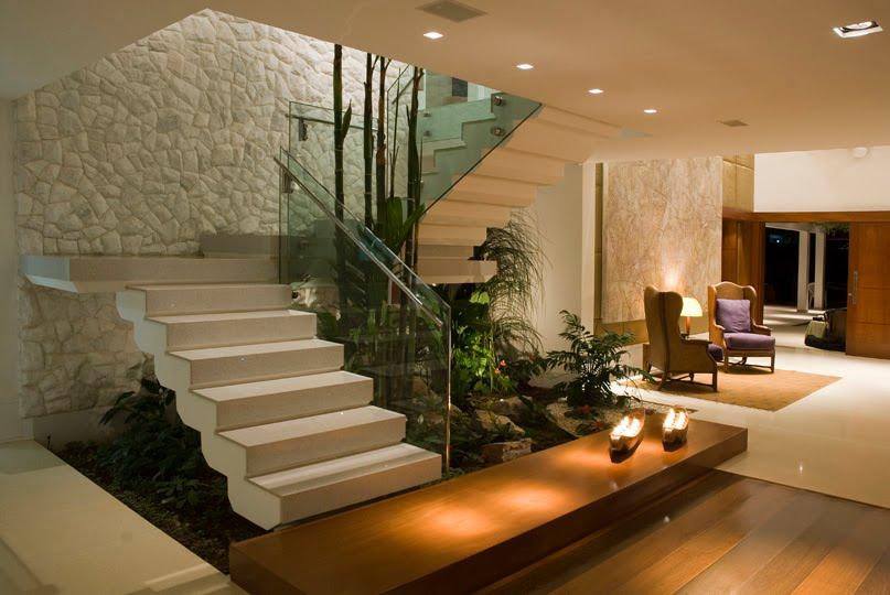 escada de pedra no jardim:Escada Em Casas Modernas