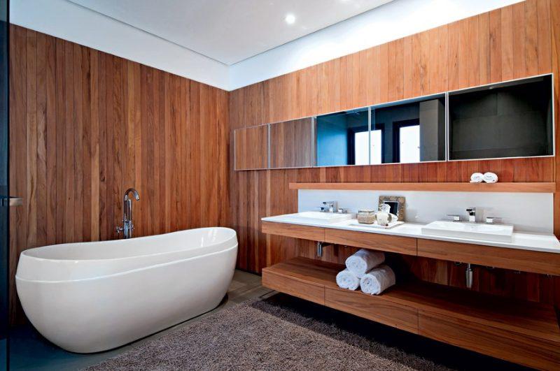 bancada para banheiro moderno em madeira com duas cubas