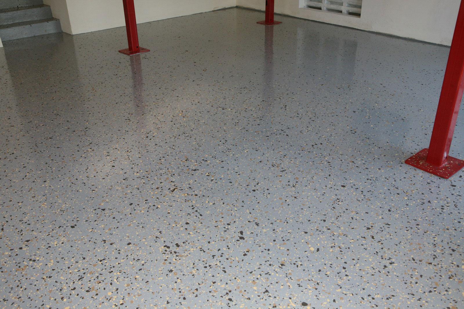 A resistência a prova d'água do piso epoxi é temporária, depois que a resina dele perder a flexibilidade, pode haver problemas de infiltração
