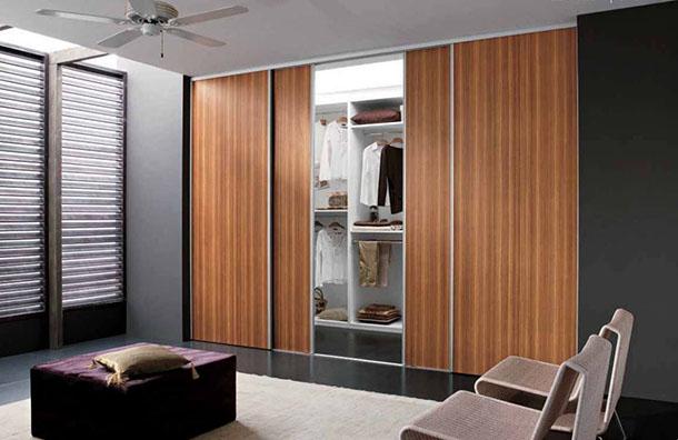 Porta dupla deslizante para fazer abertura de Closet em suíte de luxo