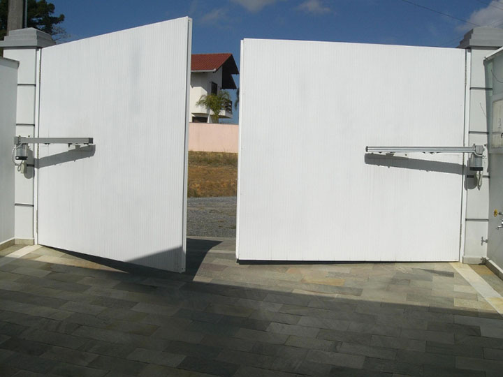 Portão pivotante automatico