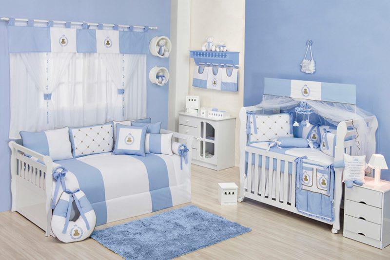 Cortinas brancas para quarto de bebê azul