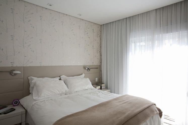 modelo de papel de parede com motivos invernais para o quarto de casal