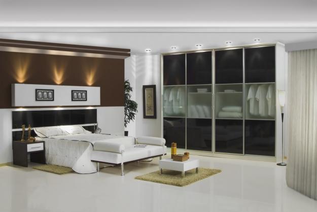 quartos planejados com closet são uma boa opção para quem possui um bocado de roupas para guardar