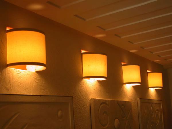 Modelo de arandelas pendentes mais comportado,com filtro de luz com cores quentes