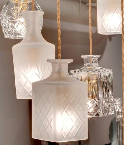 Luminária de reciclagem pendente com vidros reaproveitados para ares de decoração na sala