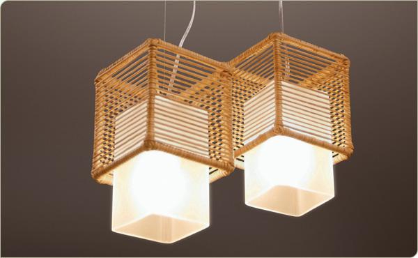 Luminárias pendentes com uso de materiais naturais tambémsão uma ideia bastante contemporânea de integrar a iluminação ao ecodesign
