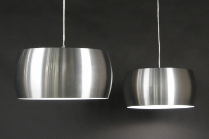 Luminárias de inox pendentes, ideais para uma decoração de casa moderna